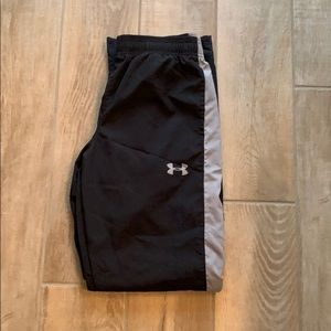 Like New. Boys Under Armor youth large wind pants